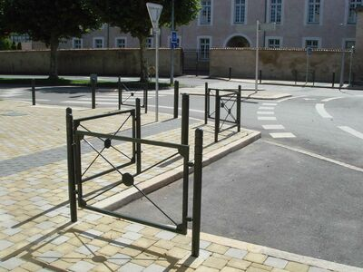 Barriers : CLUB Barriere Kreuz, Gitter, Querholm